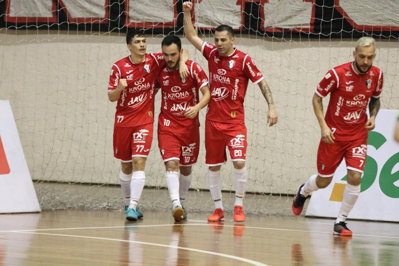 92f35ae774 Com gols de Bruno e Gabriel Penézio no primeiro tempo