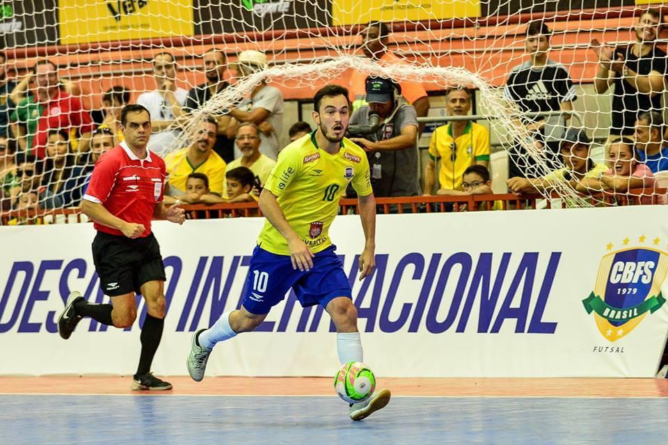 Quatro jogadores do JEC Krona foram convocados para a Seleção Brasileira de  Futsal que disputará dois amistosos contra o Irã 7da8ce035eb9e