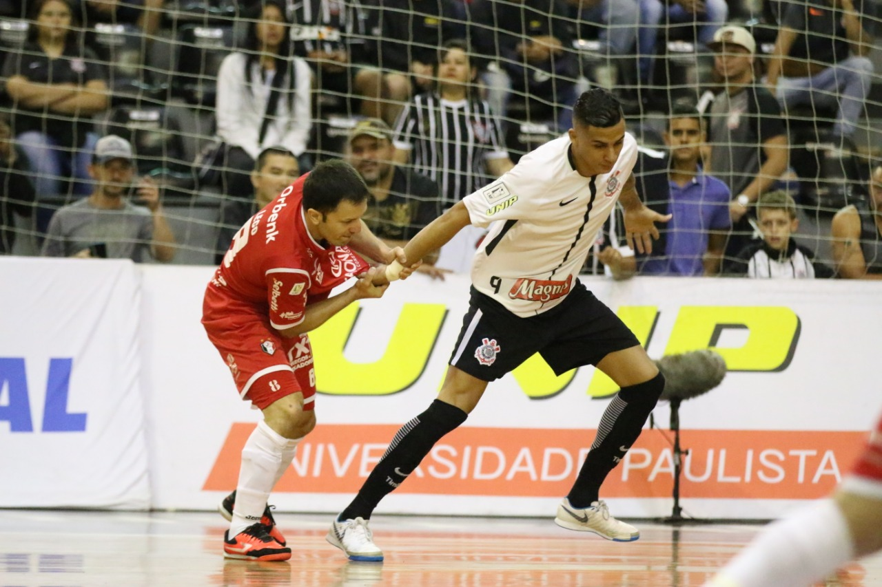 Não deu! O JEC Krona voltou a ser derrotado pelo Corinthians e ficou com o  vice-campeonato da 2ª edição da Copa do Brasil de Futsal. 6c1221efedbc9