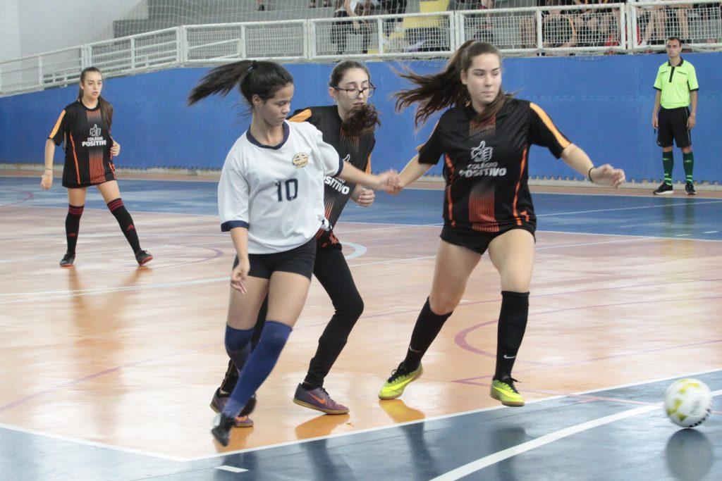 Jogos Escolares de Joinville definem campeões no futsal e basquete ... 6e942cd4f2727